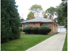 5174 Lucydale Ave, North Olmsted, OH 44070