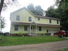 10266 Grove Dr, Green Oak Township, MI 48189