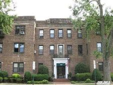 222 7th St Apt 1J, Garden City, NY 11530
