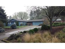 357 Thora Circle Dr, Winchester, OR 97495
