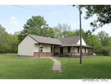 1990 Old Brushy Rd, Sorento, IL 62086
