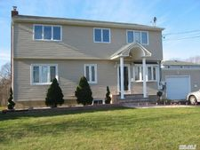 81 10th Ave, West Babylon, NY 11704