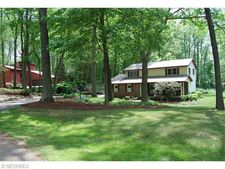 1022 Green Valley Dr, New Franklin, OH 44319