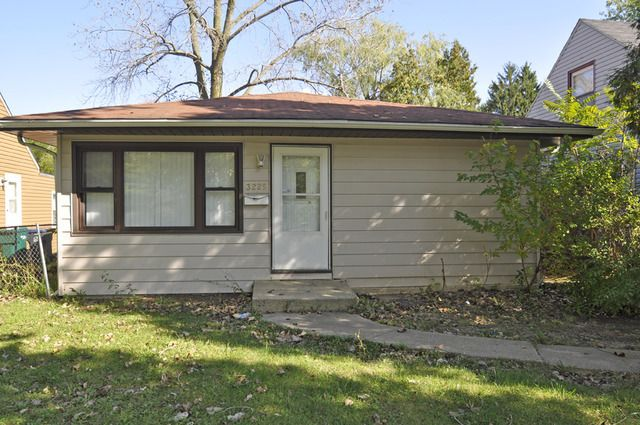 3225 gideon ave zion il 60099 home for sale and real estate listing