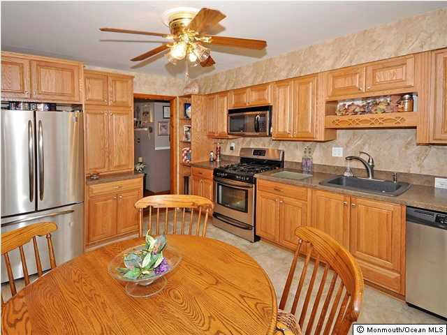 60 stratford dr manalapan nj 07726 for Kitchen cabinets 07726