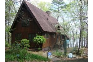 927 Lakefront Dr, Clarksville, VA 23927