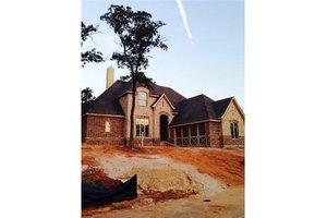 6817 Woodland Hills Dr, North Richland Hills, TX 76182