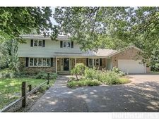 2 Heron Ln, North Oaks, MN 55127