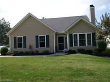 15038 Woodsong Dr, Middlefield, OH 44062