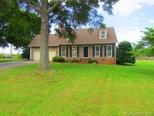 77 Pleasant Gardens Dr, Taylorsville, NC 28681