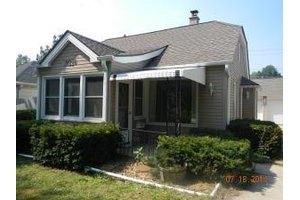 10226 W Schlinger Ave, West Allis, WI 53214