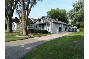 11696 Russell Ave, Plymouth Twp, MI 48170