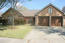 16035 Surrey Woods Dr, Friendswood, TX 77546