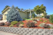 890 Ridgeview Dr, Eagle Point, OR 97524