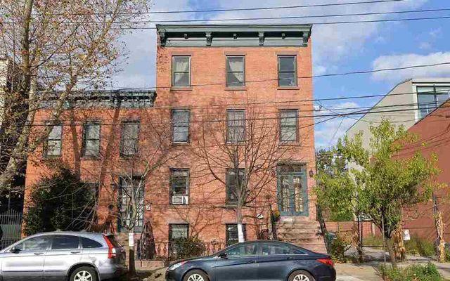 18 Bright St Apt A Jersey City NJ 07302 Home For Sale  : l052d8945 m0xd w640h480q80 from realtor.com size 640 x 400 jpeg 77kB