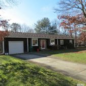 17 Wild Cherry Ln, East Quogue, NY 11942