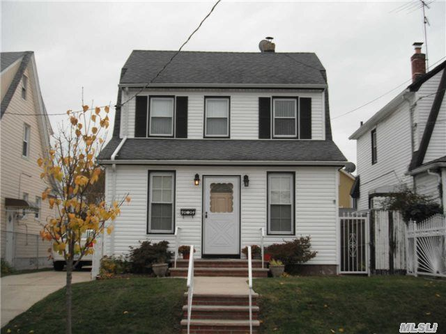 9004 215th St, Queens Village, NY 11428