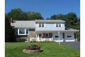 18 Country Fair Ln, Glenville, NY 12302