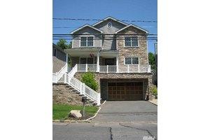 19 Sandy Hollow Rd, Port Washington, NY 11050