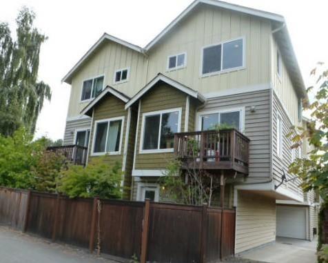 4037 7th Ave NE Apt A, Seattle, WA