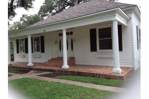 431 N Park St, Uvalde, TX 78801