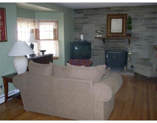 35 Lealand Ave, Agawam, MA 01001