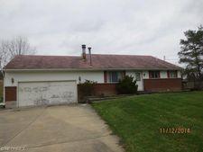6498 Oak Hill Dr, West Farmington, OH 44491