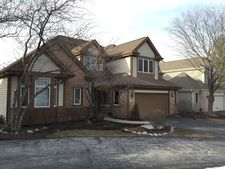 8 Augusta Ct, Lake In The Hills, IL 60156