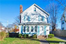 105 Maple Ave, Patchogue, NY 11772