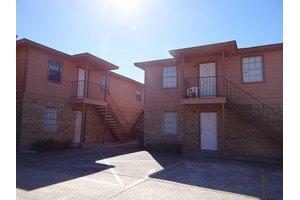 755 S 4th St, Silsbee, TX 77656