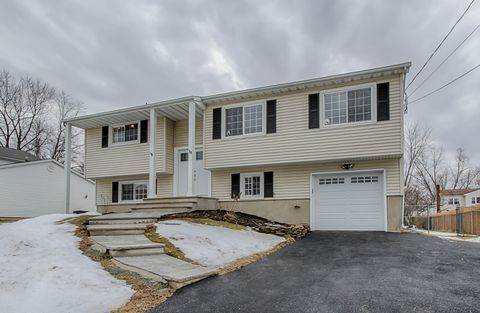 18 Normandy Rd, Mount Olive Township, NJ 07836