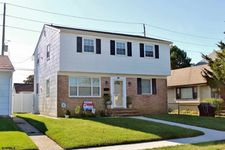 250 37th St S, Brigantine, NJ 08203