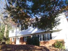 1 W Terrace Ct, Clifton Park, NY 12065