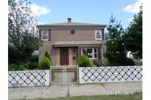 218 Harbor Ave, Bridgeport, CT 06605