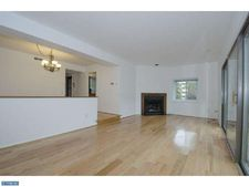 102 W Montgomery Ave Apt A, Ardmore, PA 19003