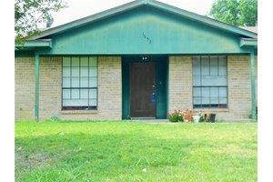 1032 Estes St, Benbrook, TX 76126