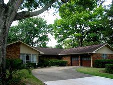 8713 Cedardale Dr, Houston, TX 77055