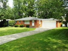 1604 Orchid St, Waterford Twp, MI 48328