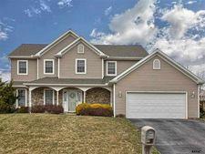 121 Summer House Ln, York, PA 17408