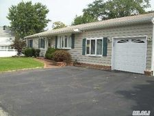 29 Harold St, Patchogue, NY 11772