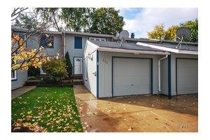 242 Applewood Ln, Bloomingdale, IL 60108