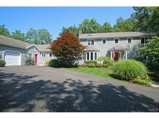10 Bradley Ln, Newtown, CT 06482