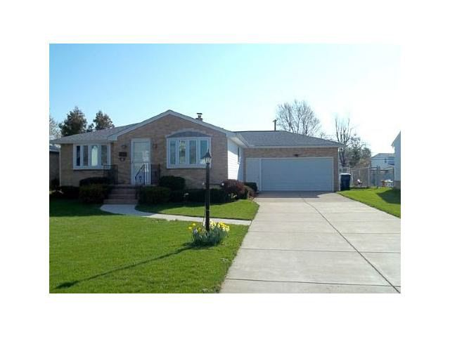 65 Monarch Dr, Amherst, NY 14226
