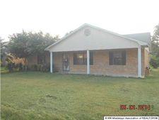 1153 Oak Dr, Tunica, MS 38676