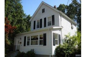 152 Washington Ave, Maywood, NJ 07607