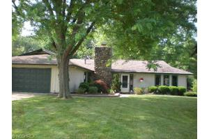 33075 Fern Tree Ln, North Ridgeville, OH 44039