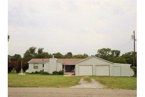 400 Cody Ln, Southmayd, TX 75092