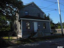 4 Mott St, Patchogue, NY 11772