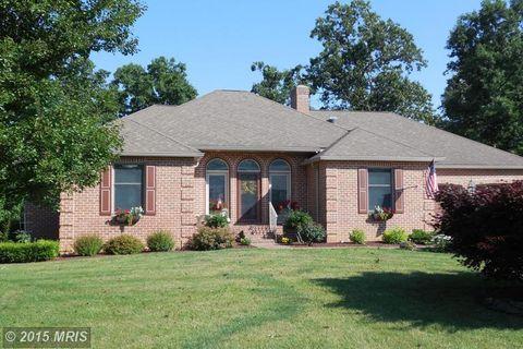 6920 Fairway Dr E, Fayetteville, PA 17222
