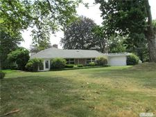2 Foxwood Rd, Great Neck, NY 11024